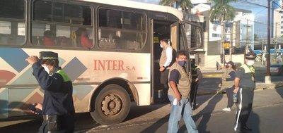 Controlan cumplimiento de medidas sanitarias en buses del transporte público