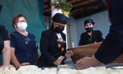 Internas entregan chipas a familiares de pacientes con Covid-19