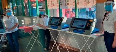 Más de 6.000 electores se acercaron a practicar con máquinas de votación