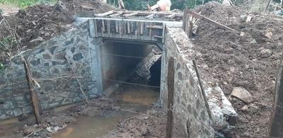 CARMEN DEL PNÁ: CONSTRUYEN PUENTE EN CAMINO VECINAL DE CALLE 2
