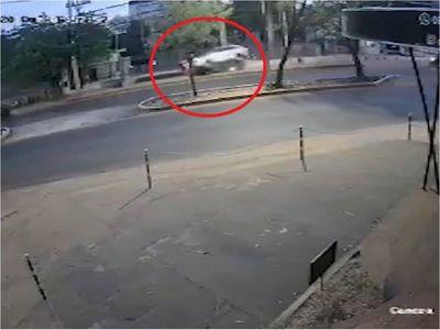 Jueza dispone arresto domiciliario de conductora que atropelló y mató a joven