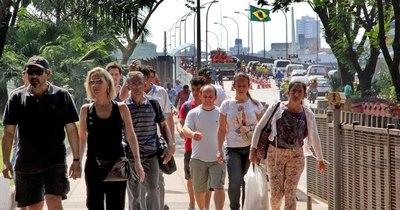 La Nación / Confianza del consumidor brasileño tiende a bajar por las restricciones