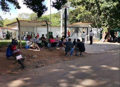 Semana Santa gris con hospitales abarrotados por Covid-19 y familiares clamando por medicinas