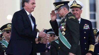 Bolsonaro nombra nuevos comandantes de las Fuerzas Armadas tras salida masiva