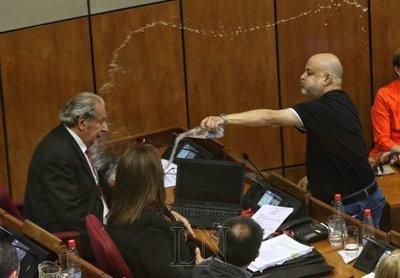 Payo Cubas, suspendido.