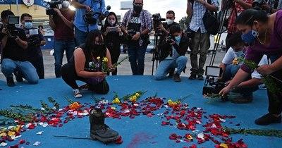 La Nación / Recuerda a George Floyd: claman justicia por salvadoreña asesinada por policías mexicanos