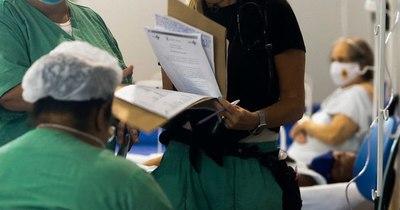 La Nación / Luchas y dramas de una médica que regresó a Brasil para combatir la pandemia