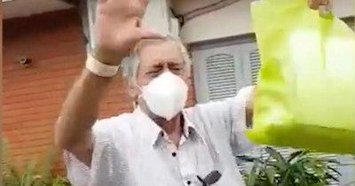 """La Nación / (Video) Abuelo venció al COVID-19 y lloró al ser recibido por su familia: """"Te queremos mucho"""""""