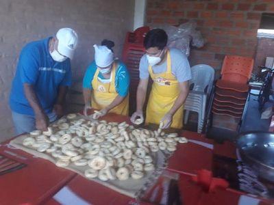 Amigos se unen para repartir chipas a familias vulnerables de Misiones