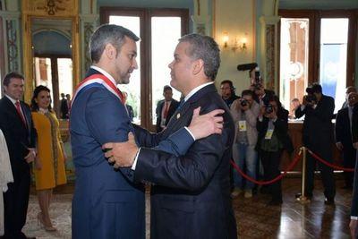 Paraguay ha tenido un desempeño que merece ser aplaudido por la comunidad internacional, resalta presidente colombiano