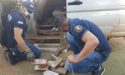 Incautan furgoneta cargada con marihuana en doble fondo