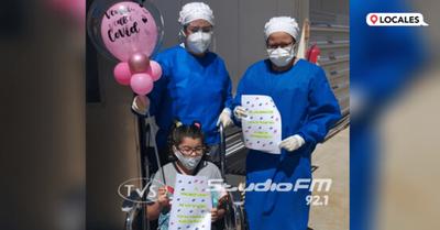 ITAPÚA: NIÑA RECIBE ALTA MÉDICA LUEGO DE 15 DÍAS DE INTERNACIÓN POR COVID-19
