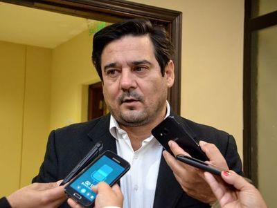 """Denuncian altos costos de medicamentos: """"Dinavisa, Sedeco y Conacom no controlan"""", dice senador"""