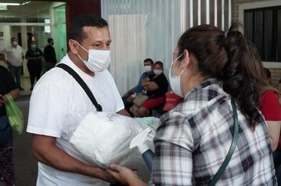 Llevan alimentos, insumos médicos y mucho más a familiares de afectados por covid-19