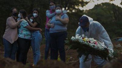 Brasil cierra el mes más mortal de la pandemia