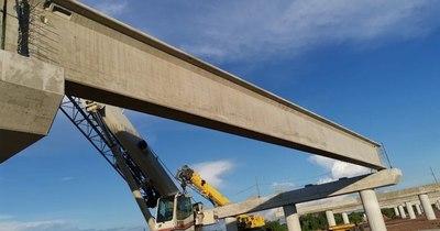 La Nación / Comenzaron a cargar los primeros pilotes en el lecho del río para el puente Chaco'i