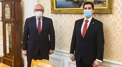 Asesor de Marito gestiona en Rusia la llegada de más vacunas