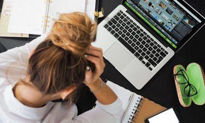 Expertos recomiendan no cargar las laptop al 100%
