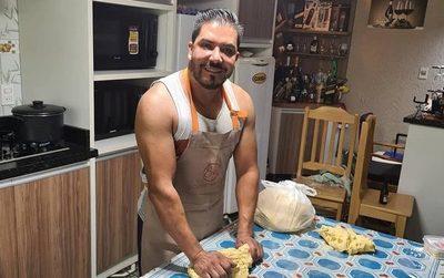 Video. Carlos Portillo preparó chipa so'o en Semana Santa