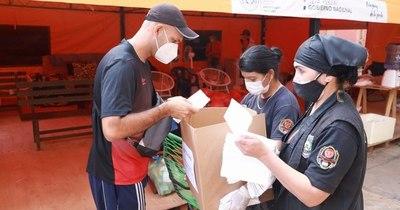 La Nación / Reclusos de Misiones distribuyeron chipa y cocido en hospitales de la zona