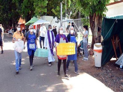 Solidaridad ante Covid atenúa el viacrucis en los hospitales