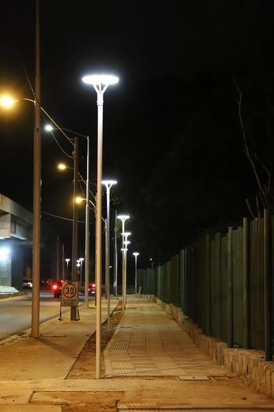 Reponen cableado subterráneo y las luces ornamentales vuelven a brillar