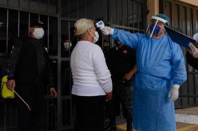 Reportan rebrotes de contagios dentro de las cárceles