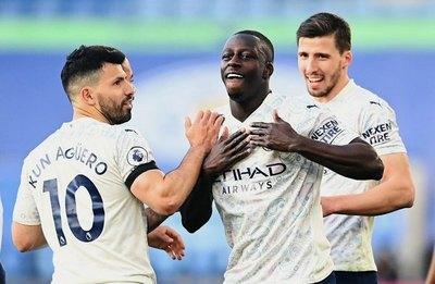 El City se pasea ante el Leicester y camina firme hacia el título