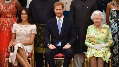 Harry y Meghan cumplen un año alejados de la corona