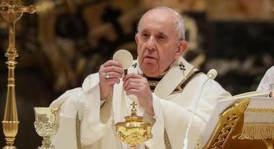 El papa pide compartir vacunas con los países pobres en una Pascua marcada por la pandemia