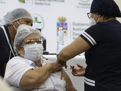 Tres empleadas públicas fueron detenidas en Bolivia por el robo de 500 vacunas contra el COVID-19