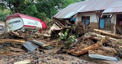La Nación / Inundaciones causan más de 50 muertos en Indonesia y Timor Oriental