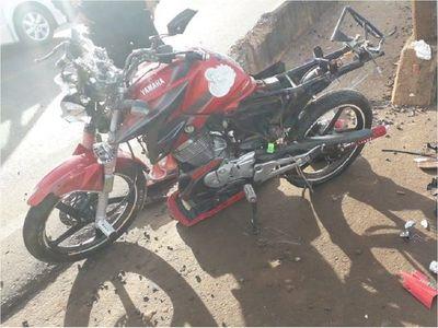 Motociclista pierde la vida y embarazada queda en grave estado