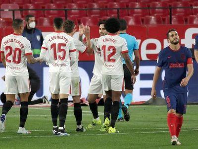 Sevilla muestra las carencias del Atlético y aprieta LaLiga