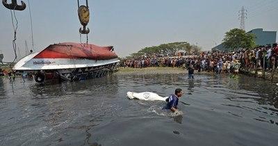 La Nación / Al menos 26 muertos en naufragio de un ferry en Bangladés