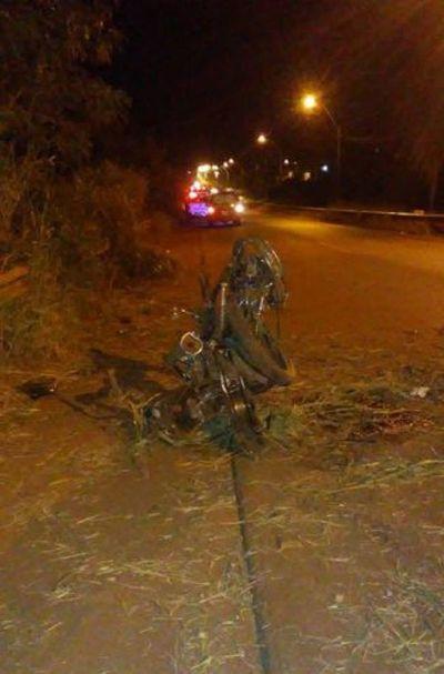 Una menor murió y otro quedó en grave estado tras accidente en moto