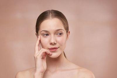 Consejos para prevenir las arrugas debajo de los ojos