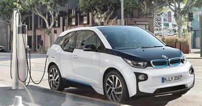 La Nación / BMW acelera el desarrollo de coches eléctricos
