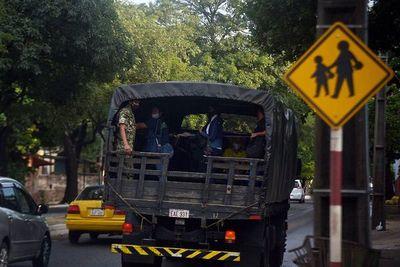 Gobierno dispone que 16 pasajeros pueden viajar parados en buses