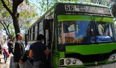 Amplían a 16 personas que pueden ir paradas en buses del transporte público