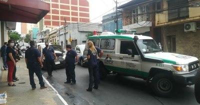 La Nación / Automovilista no dio paso a ambulancia y chocaron en Asunción