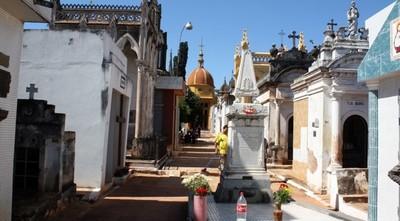 Municipalidad de Asunción prepara fosas comunes en sus tres cementerios