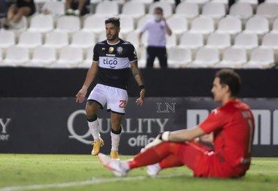 'Por el talón': así el VAR anuló el gol de Jorge Recalde a Libertad