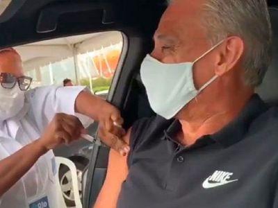 Tite recibe con alivio y esperanza primera dosis de vacuna anticovid