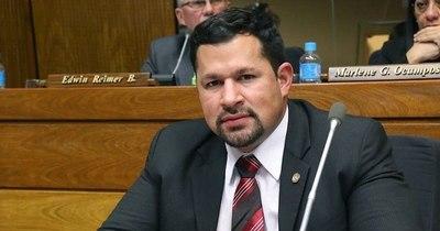 La Nación / Estados Unidos prohíbe entrada a Ulises Quintana y esposa