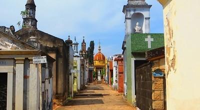 Prepararán fosas comunes en los cementerios del Sur y Este en caso de muertes masivas