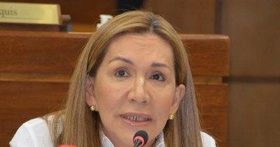 """La Nación / """"En Twitter nos están reventando"""", reconoce senadora Zulma Gómez"""