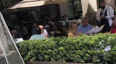 Viralizan imagen de Villamayor en restaurante de Miami