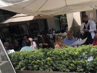 Critican en redes sociales a Juan Ernesto Villamayor por viaje a Miami