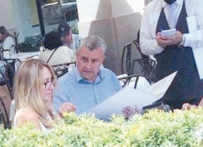 Crónica / ¿Le vacunó al rollo?: Villa anda por Miami